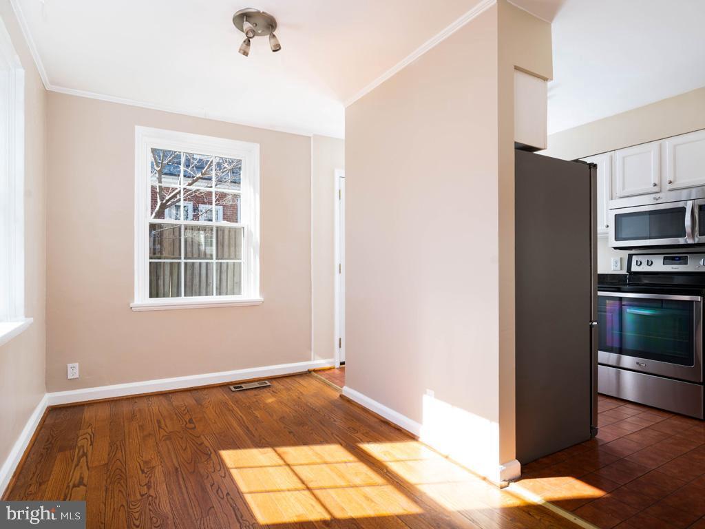 VAAR176172-304486524155-2021-07-15-13-01-45  |  Fairlington Commons | Arlington Delaware Real Estate For Sale | MLS# Vaar176172  - Best of Northern Virginia