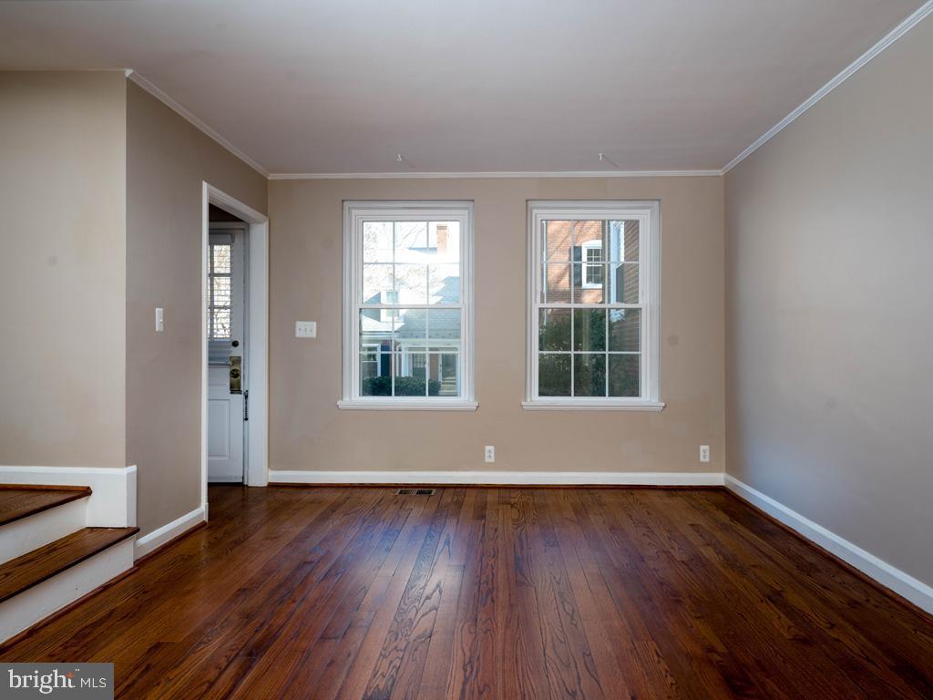 VAAR176172-304486525258-2021-07-15-13-01-40  |  Fairlington Commons | Arlington Delaware Real Estate For Sale | MLS# Vaar176172  - Best of Northern Virginia