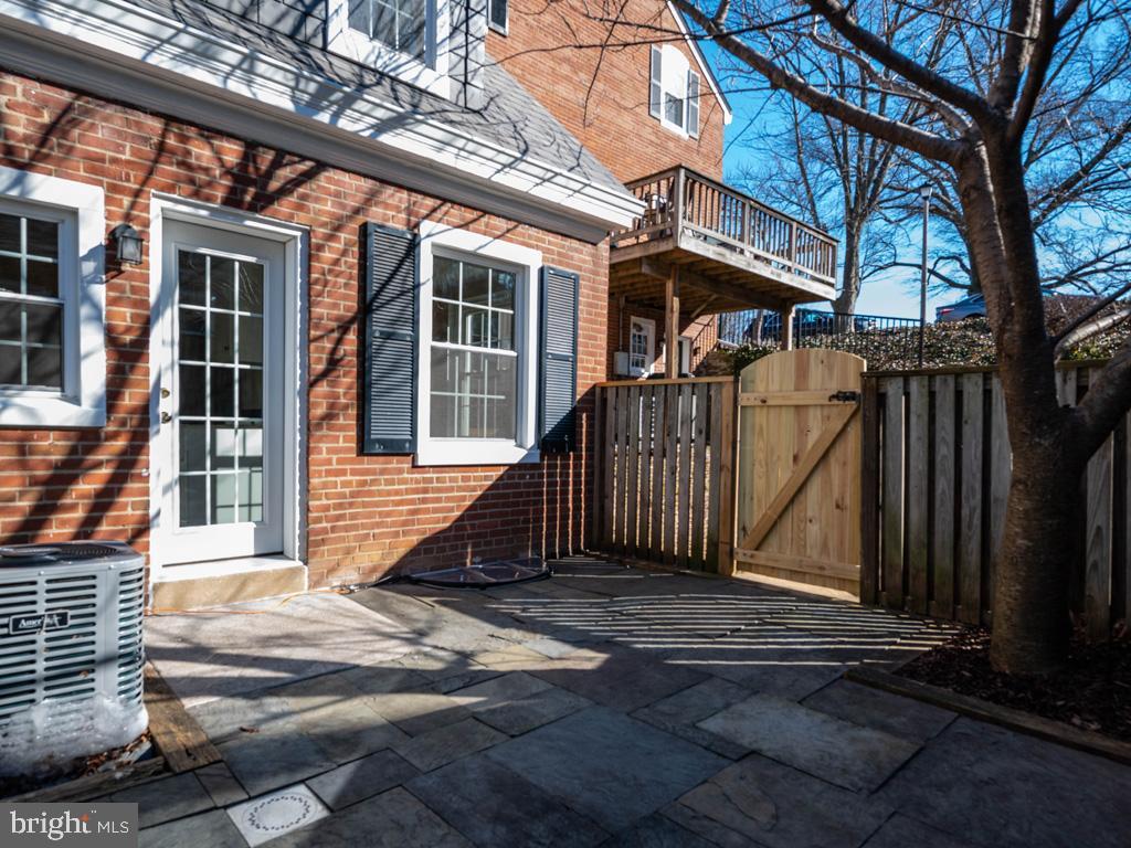 VAAR176172-304486527434-2021-07-15-13-01-41  |  Fairlington Commons | Arlington Delaware Real Estate For Sale | MLS# Vaar176172  - Best of Northern Virginia