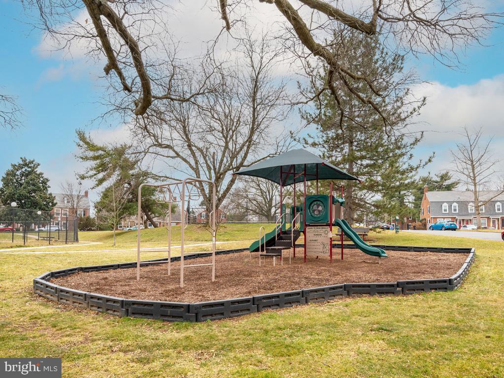 VAAR176172-304486527543-2021-07-15-13-01-46  |  Fairlington Commons | Arlington Delaware Real Estate For Sale | MLS# Vaar176172  - Best of Northern Virginia