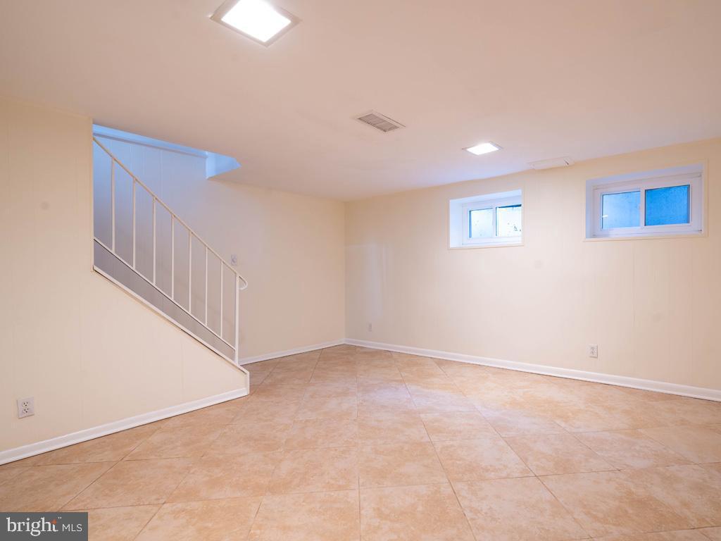 VAAR176172-304488245965-2021-07-15-13-01-43  |  Fairlington Commons | Arlington Delaware Real Estate For Sale | MLS# Vaar176172  - Best of Northern Virginia