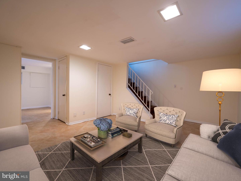 VAAR176172-304502971006-2021-07-15-13-01-45  |  Fairlington Commons | Arlington Delaware Real Estate For Sale | MLS# Vaar176172  - Best of Northern Virginia