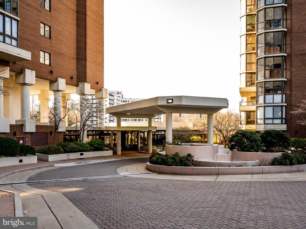 VAAR178638-304536035309-2021-07-15-21-38-25  |  Belvedere | Arlington Delaware Real Estate For Sale | MLS# Vaar178638  - Best of Northern Virginia