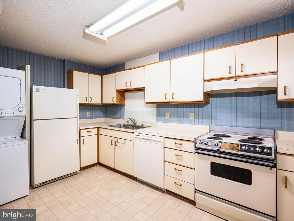 VAAR178638-304536036580-2021-07-15-21-38-24  |  Belvedere | Arlington Delaware Real Estate For Sale | MLS# Vaar178638  - Best of Northern Virginia