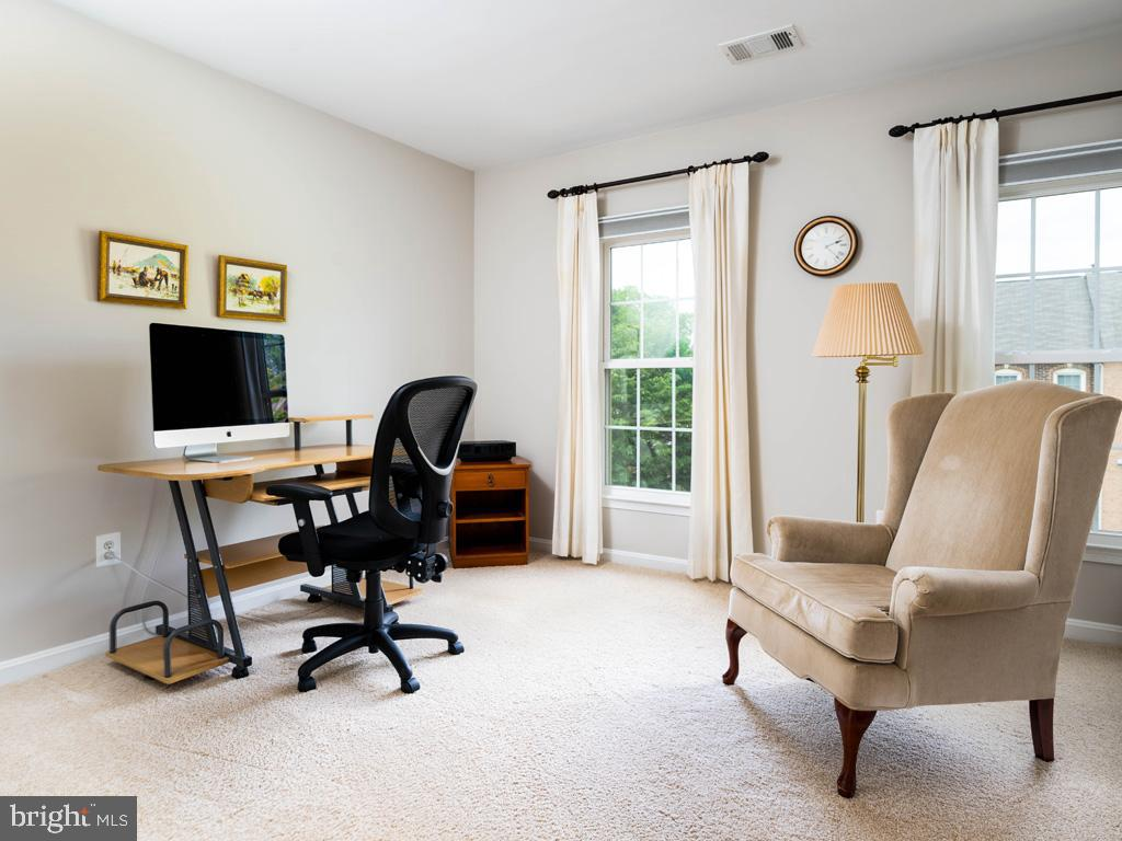 VAFC121584-304646791370-2021-07-15-02-30-11        Fairfax Delaware Real Estate For Sale   MLS# Vafc121584  - Best of Northern Virginia