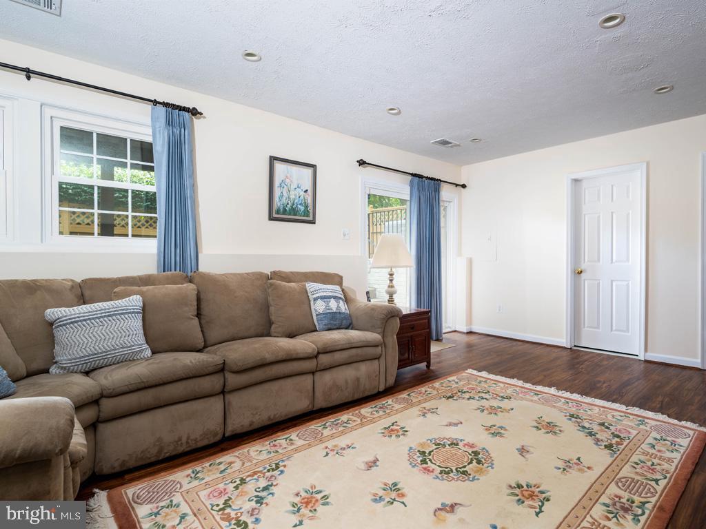 VAFC121584-304646793972-2021-07-15-02-30-12        Fairfax Delaware Real Estate For Sale   MLS# Vafc121584  - Best of Northern Virginia