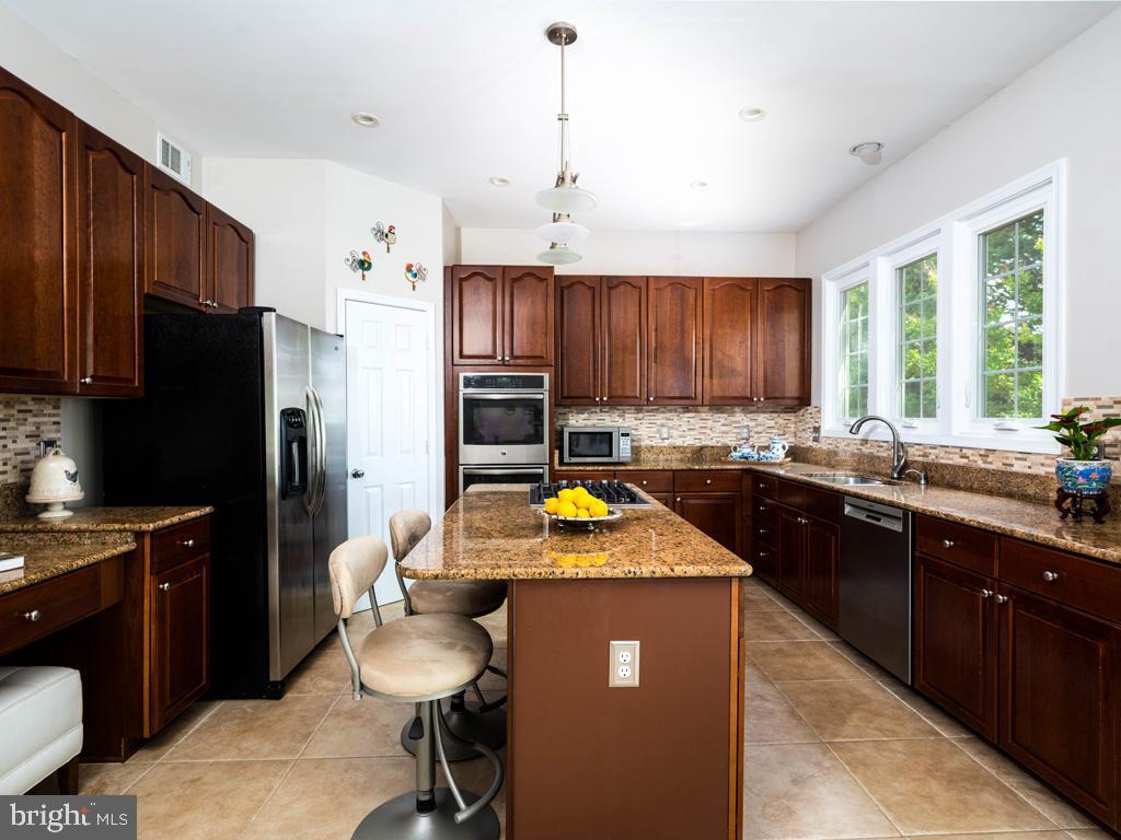 VAFC121584-304646794657-2021-07-15-02-30-11        Fairfax Delaware Real Estate For Sale   MLS# Vafc121584  - Best of Northern Virginia