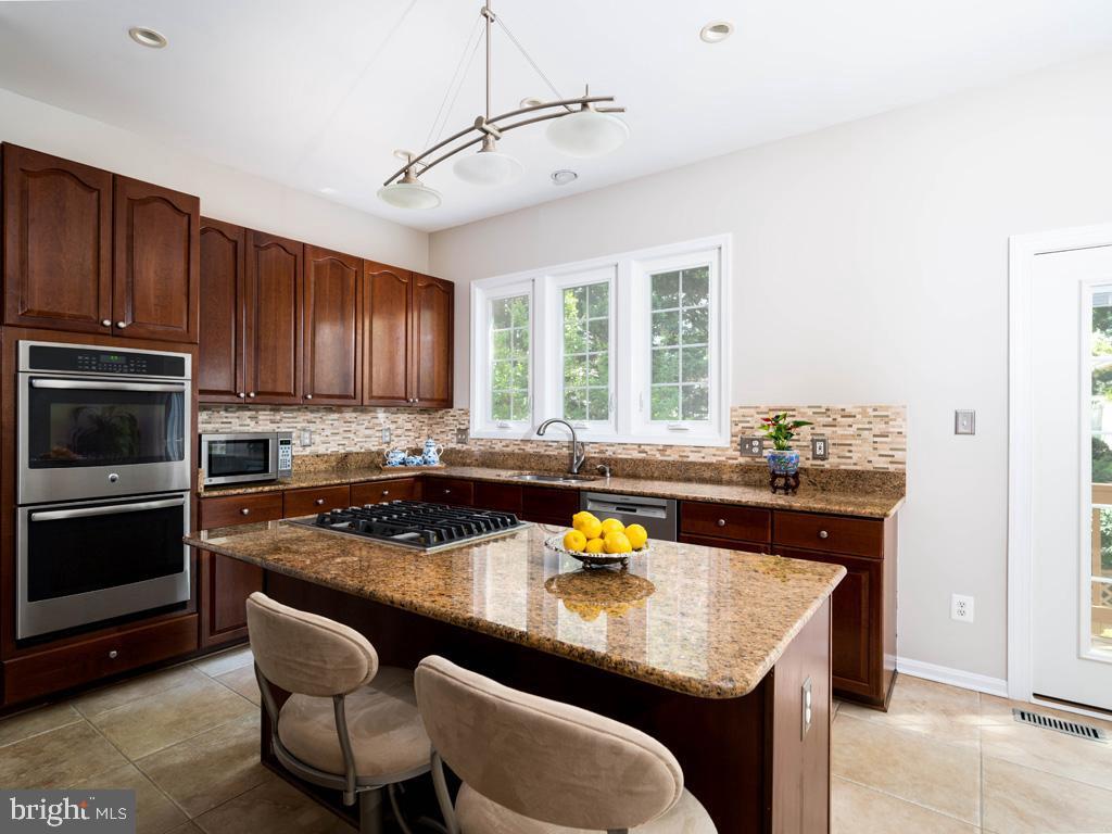 VAFC121584-304646794686-2021-07-15-02-30-10        Fairfax Delaware Real Estate For Sale   MLS# Vafc121584  - Best of Northern Virginia