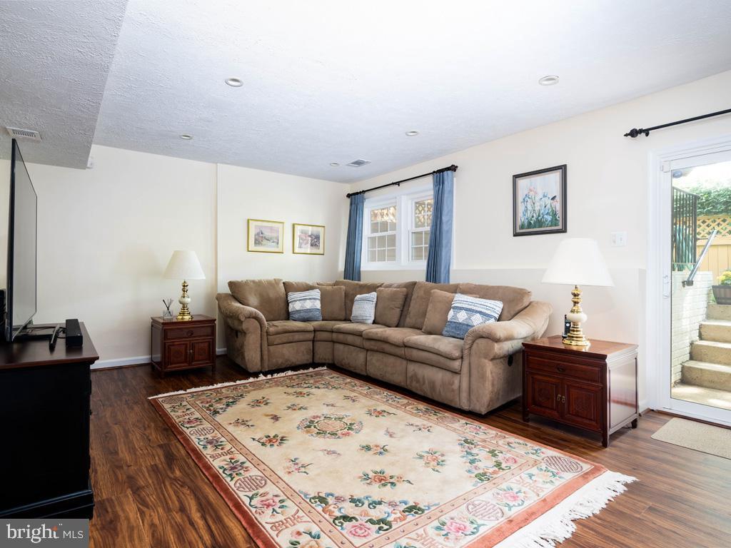 VAFC121584-304646795107-2021-07-15-02-30-13        Fairfax Delaware Real Estate For Sale   MLS# Vafc121584  - Best of Northern Virginia