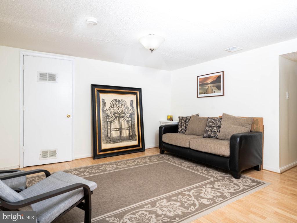 VAFX1175220-304452977367-2021-07-15-11-21-05  |   | Annandale Delaware Real Estate For Sale | MLS# Vafx1175220  - Best of Northern Virginia