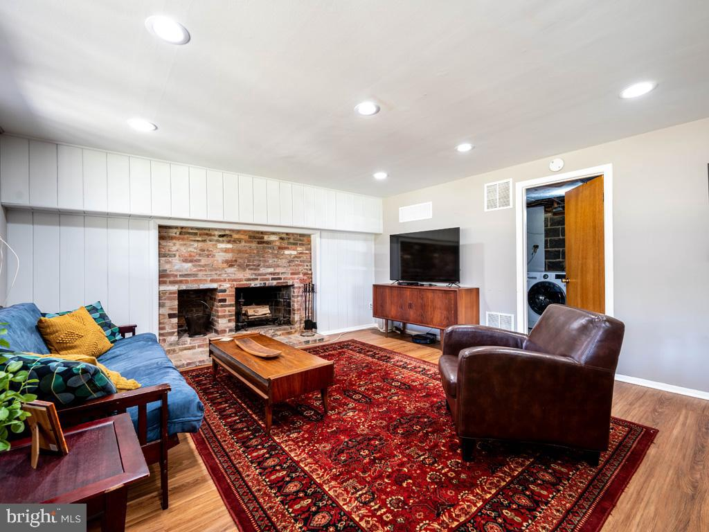 VAFX1183548-304522543147-2021-07-15-21-44-21  |   | Falls Church Delaware Real Estate For Sale | MLS# Vafx1183548  - Best of Northern Virginia