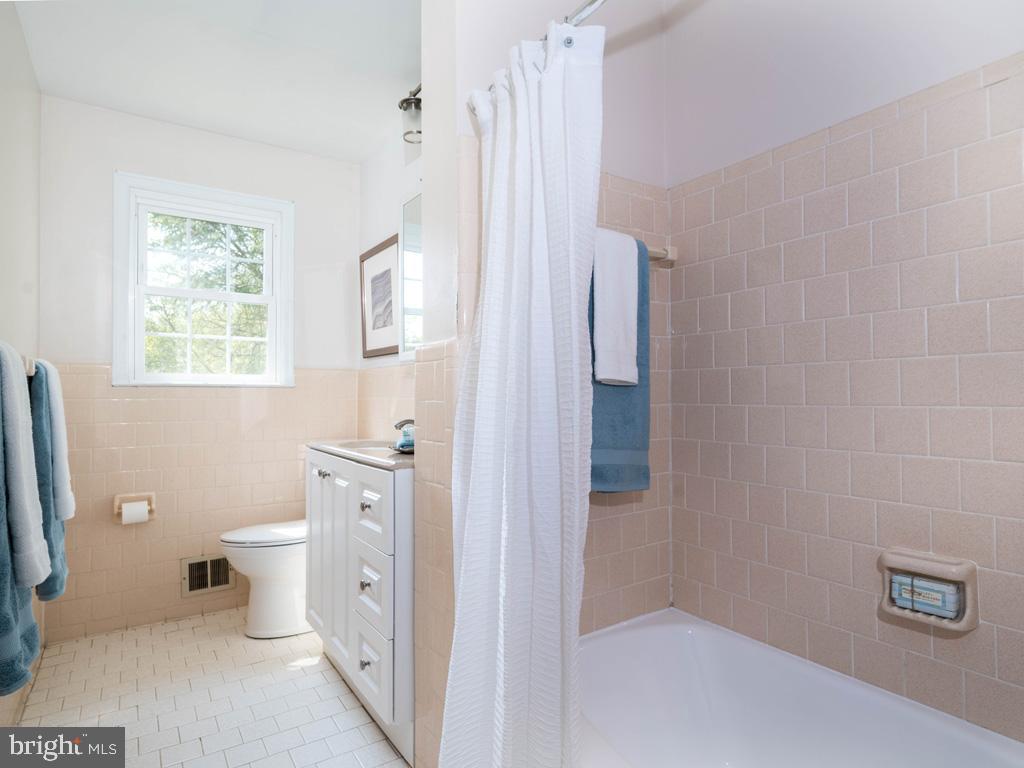 VAFX1191842-304550659554-2021-07-15-22-10-46  |   | Annandale Delaware Real Estate For Sale | MLS# Vafx1191842  - Best of Northern Virginia
