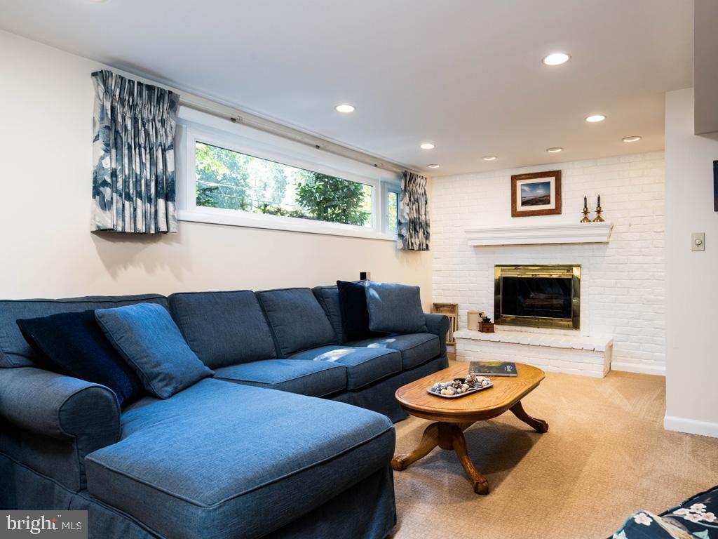VAFX2006470-800854232250-2021-07-15-06-22-36  |   | Annandale Delaware Real Estate For Sale | MLS# Vafx2006470  - Best of Northern Virginia