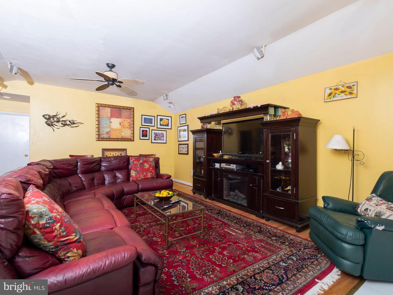 VAFX746888-301300169261-2021-07-17-13-55-50  |   | Alexandria Delaware Real Estate For Sale | MLS# Vafx746888  - Best of Northern Virginia